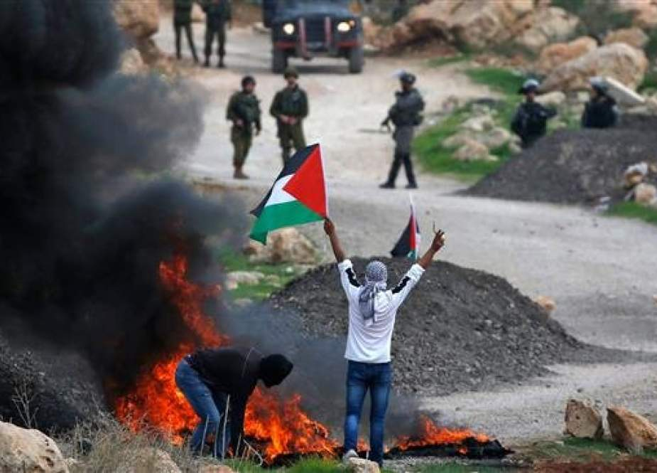 Palestinian demonstrators clash with Israeli forces