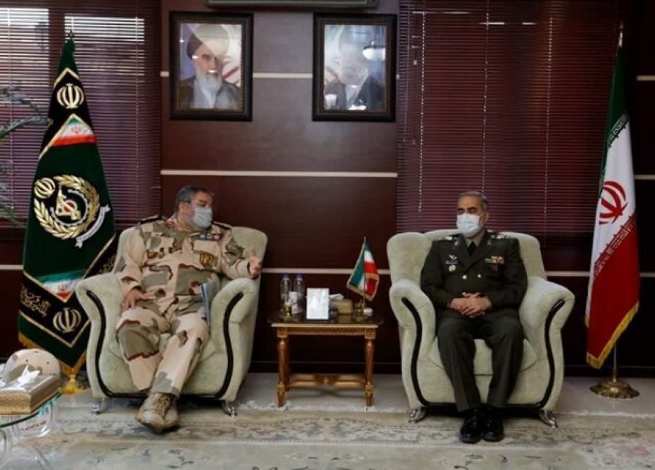 وزير الدفاع الإيراني يؤكد على تطوير قوة الدفاع المدني في البلاد