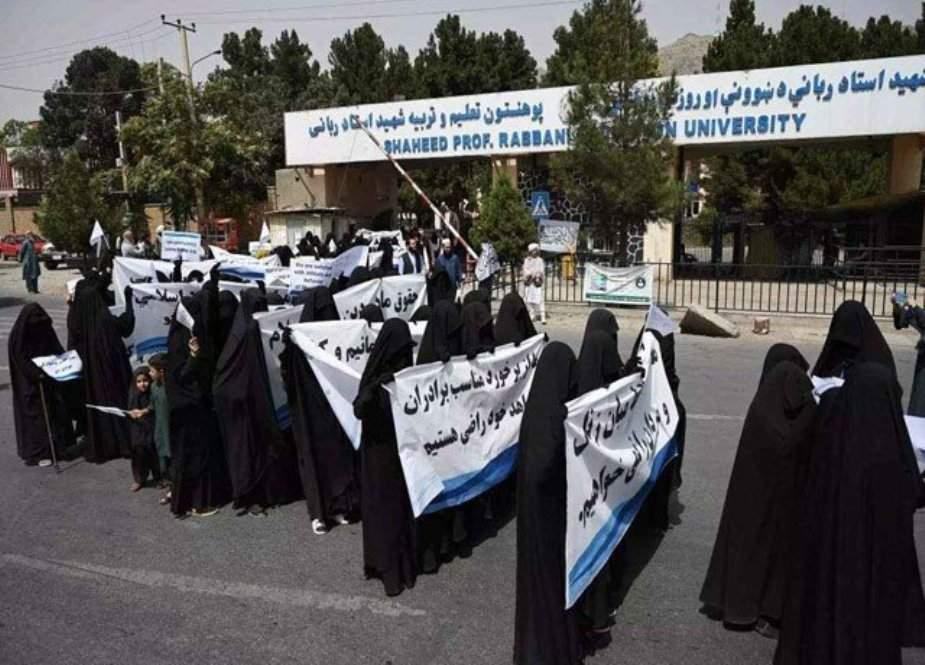 طالبان کی حمایت میں برقع پوش طالبات کی ریلی