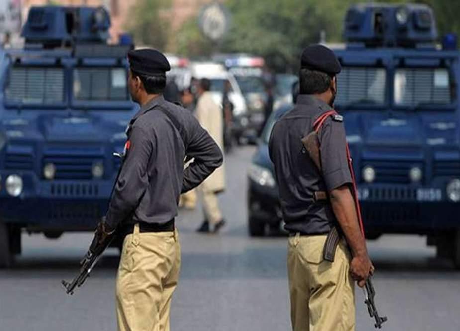سوشل میڈیا کا استعمال، سندھ پولیس کے ملازمین پر بڑی پابندی عائد، وارننگ جاری