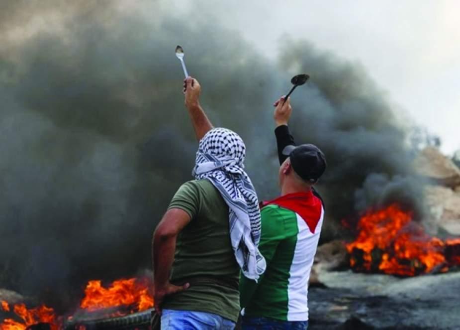 قطاع غزة تحت القصف.. وإضراب شامل بالضفة الغربية