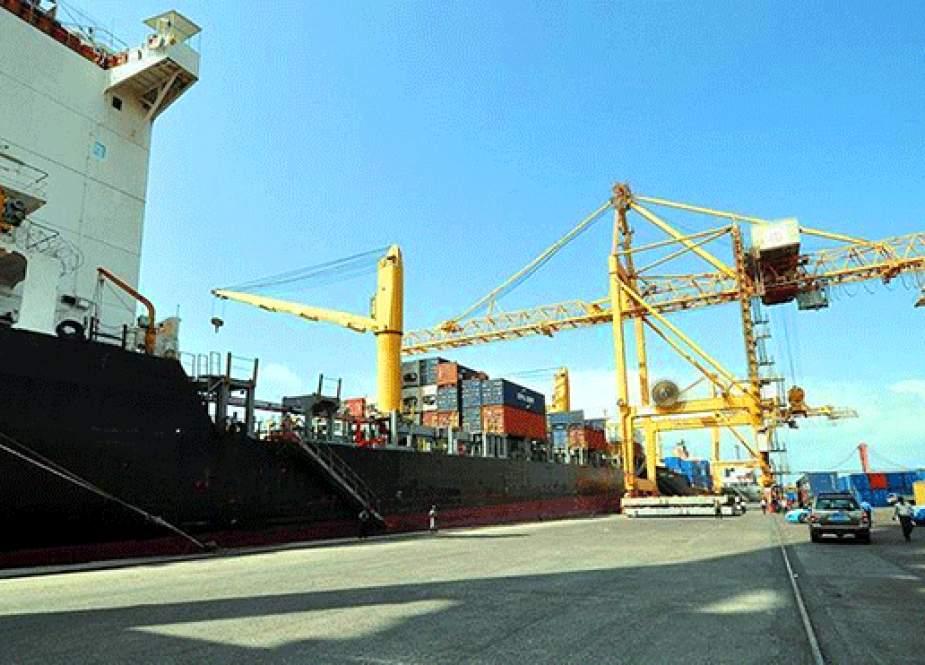 الأولى منذ 7 أعوام.. ميناء الحديدة يستقبل أول سفينة حاويات تجارية