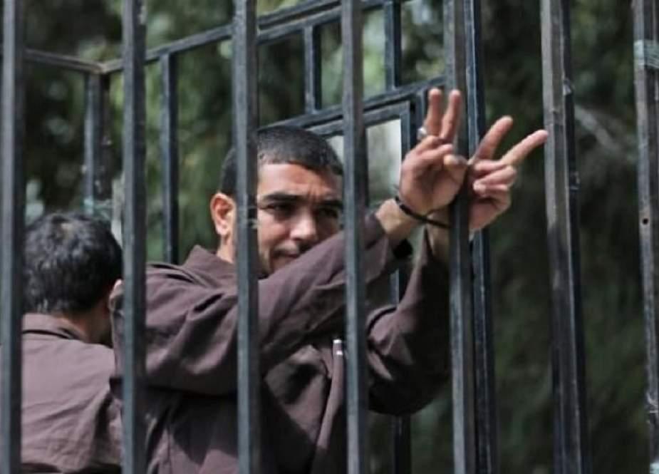 الاسرى الفلسطينيون يعلقون الإضراب الجماعي..الاحتلال يستجيب لمطالبهم