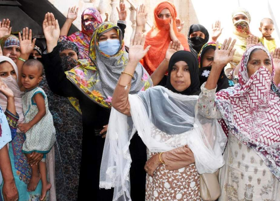 پی ٹی آئی ملتان کی ضلعی صدر برطرف، حامی خواتین کا احتجاجی مظاہرہ