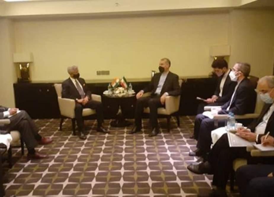 وزير الخارجية الايراني: النموذج السياسي المثالي لأفغانستان هو تشكيل حكومة شاملة