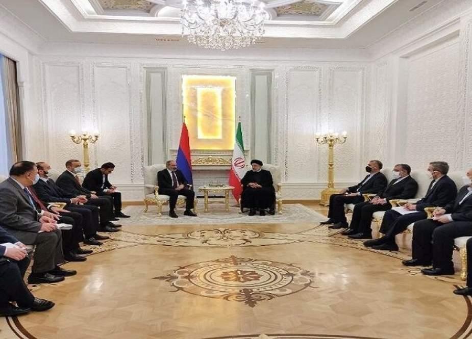 الرئيس الايراني: العلاقات بين طهران ويريفان لطالما كانت ودية وبناءة