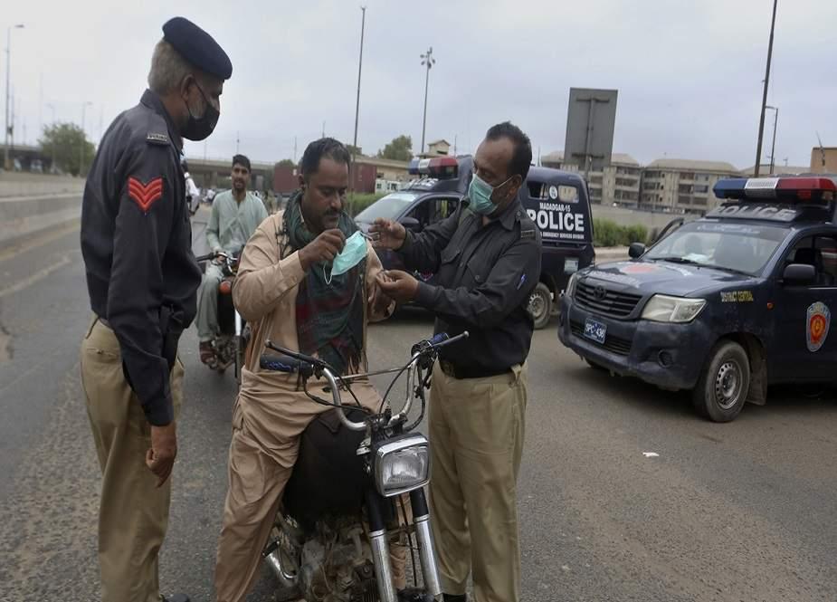 سندھ حکومت کا کورونا ویکسینیشن نہ کروانے والوں کو گرفتار کرنے کا فیصلہ