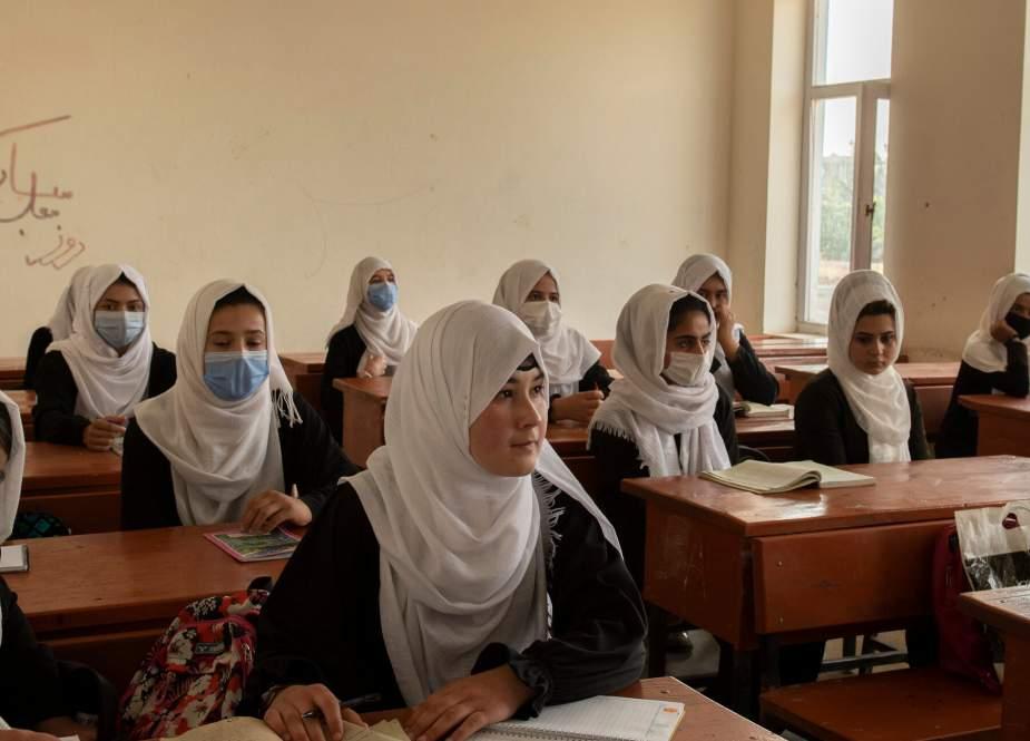 Afghanistan girls in schools.jpg