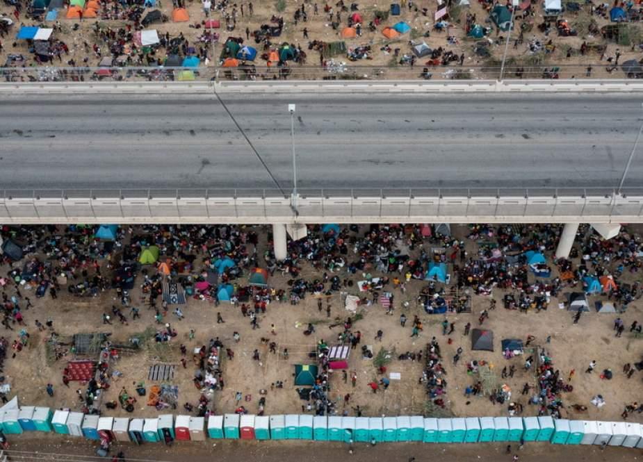 Jembatan internasional Del Rio (RT).