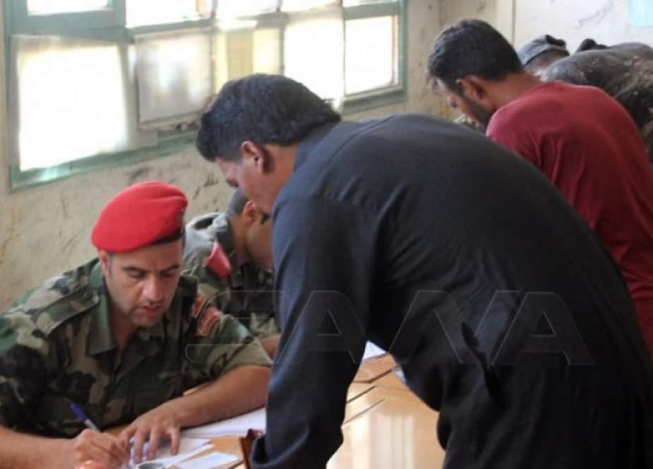 عشرات المسلحين ببلدة تل شهاب ينضمون لاتفاق التسوية