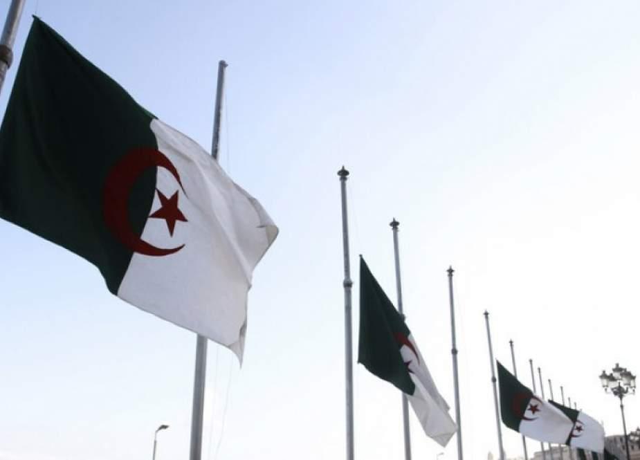 مسؤول جزائري يستنكر