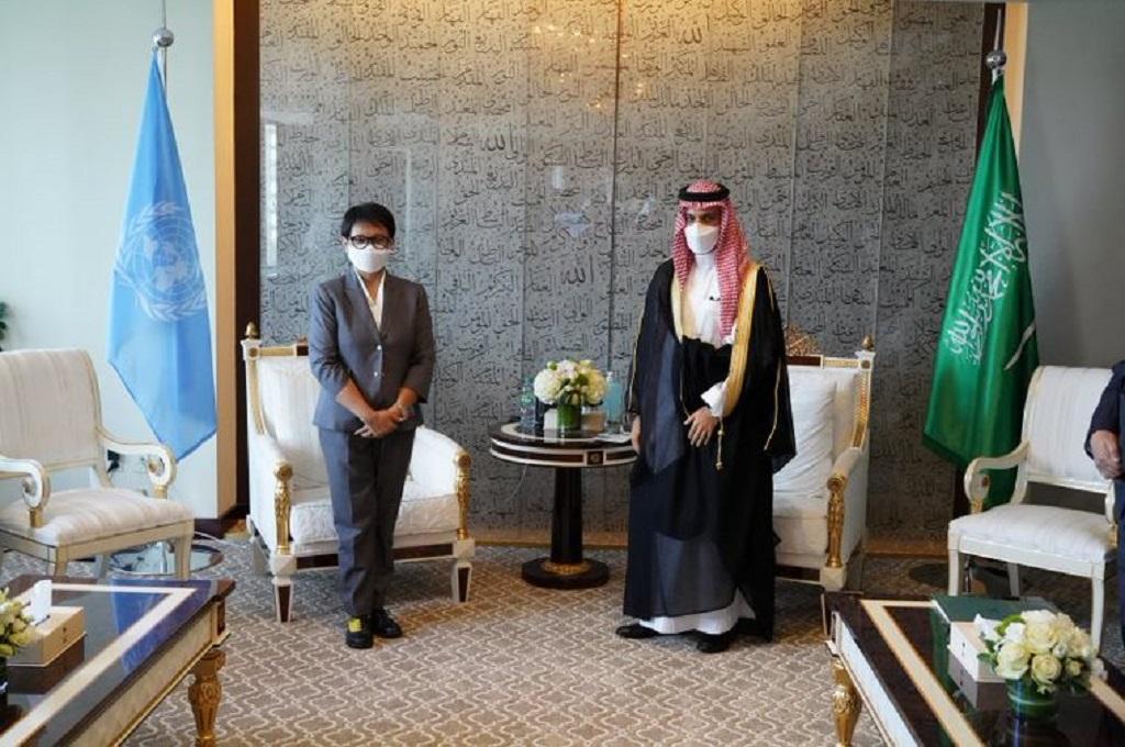 Retno Marsudi, Menteri Luar Negeri bertemu Menlu Arab Saudi Faisal bin Farhan di New York,.webp