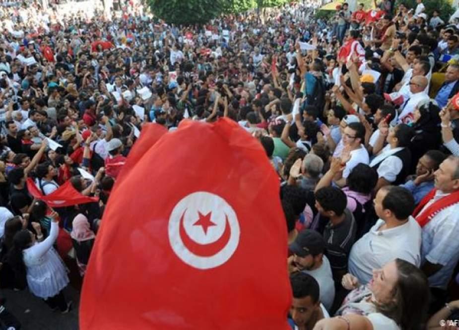 أربعة أحزاب تونسية ترفض تمديد العمل بالإجراءات الاستثنائية