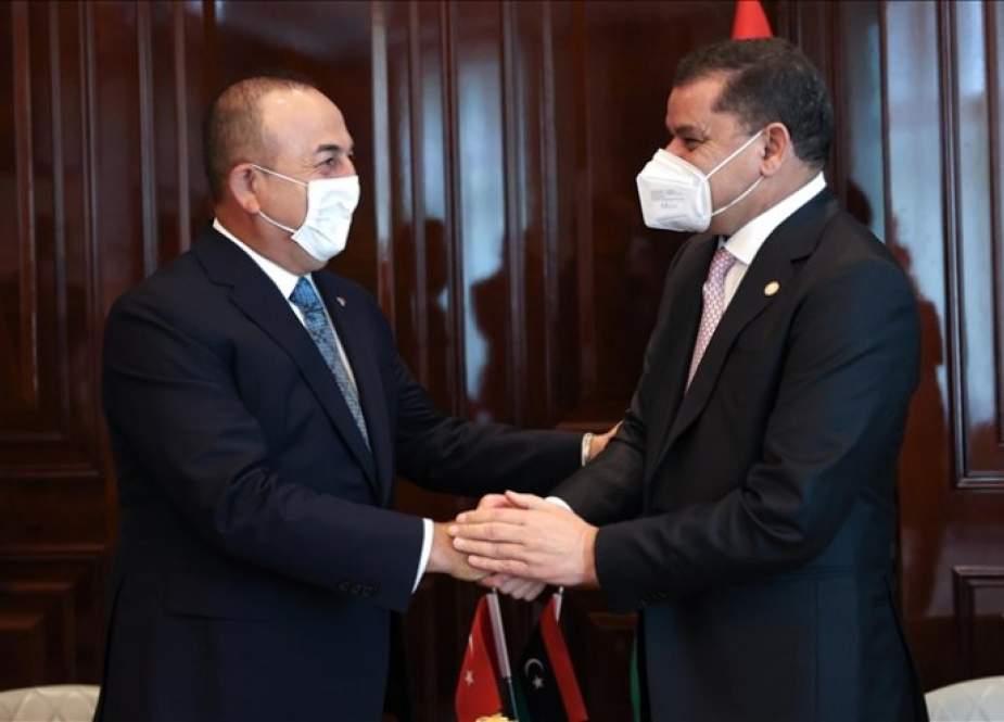 أوغلو يؤكد دعم تركيا لحكومة الدبيبة في ليبيا