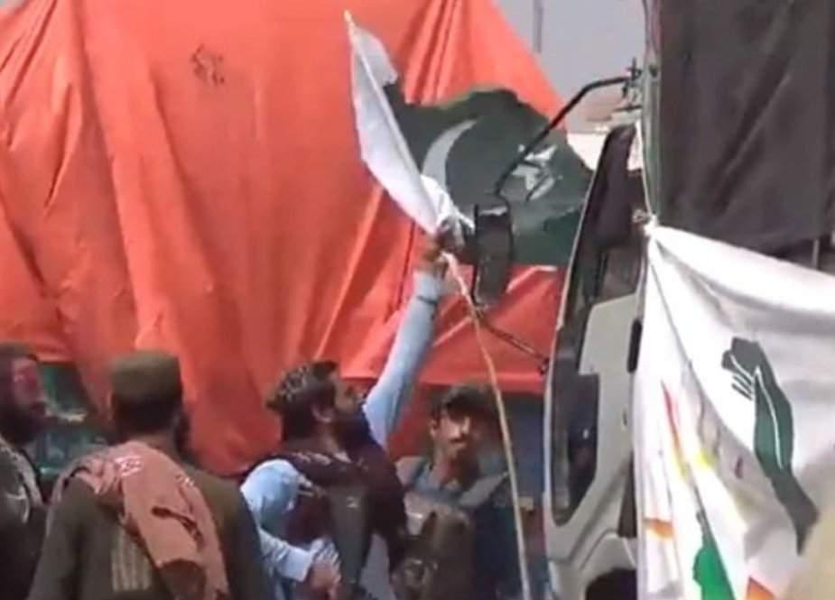 پاکستانی پرچم اتارنے والا طالب گرفتار، واقعے پر معذرت خواہ ہیں، ذبیح اللہ مجاہد