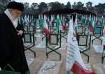 قائد الثورة: دماء الشهداء سجلت حقانية إيران في جبين التاريخ