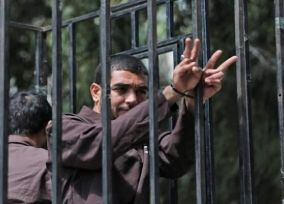 6 أسرى يواصلون إضرابهم عن الطعام... رفضا لاعتقالهم الإداري