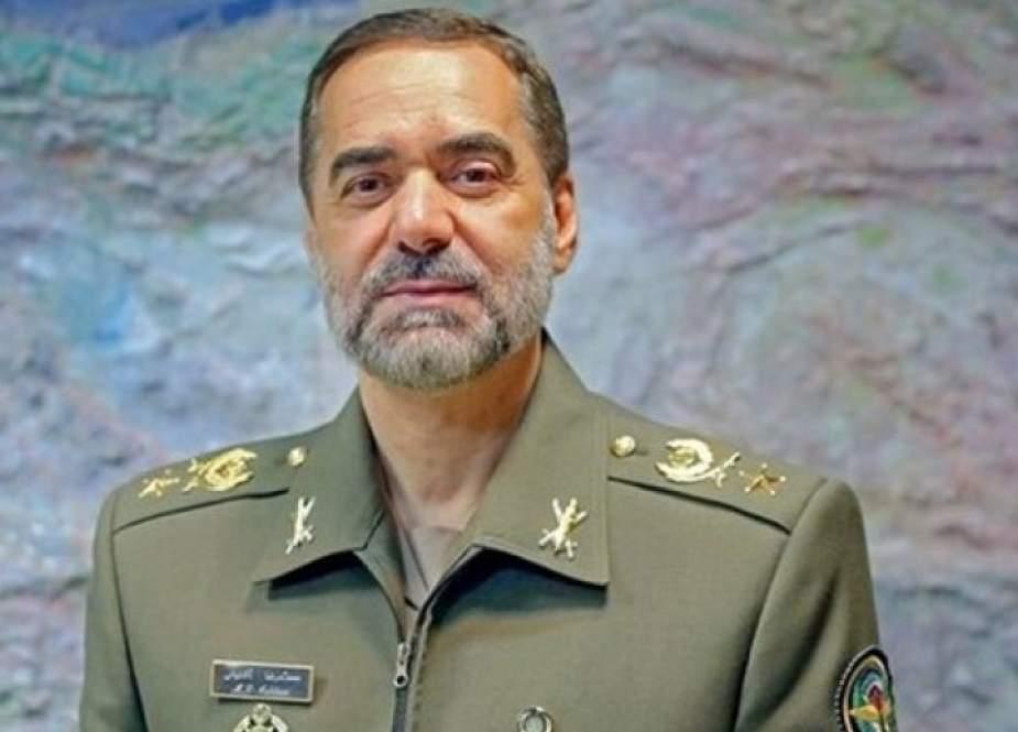 وزير الدفاع الايراني: التلامذة احتياطي استراتيجي للبلاد