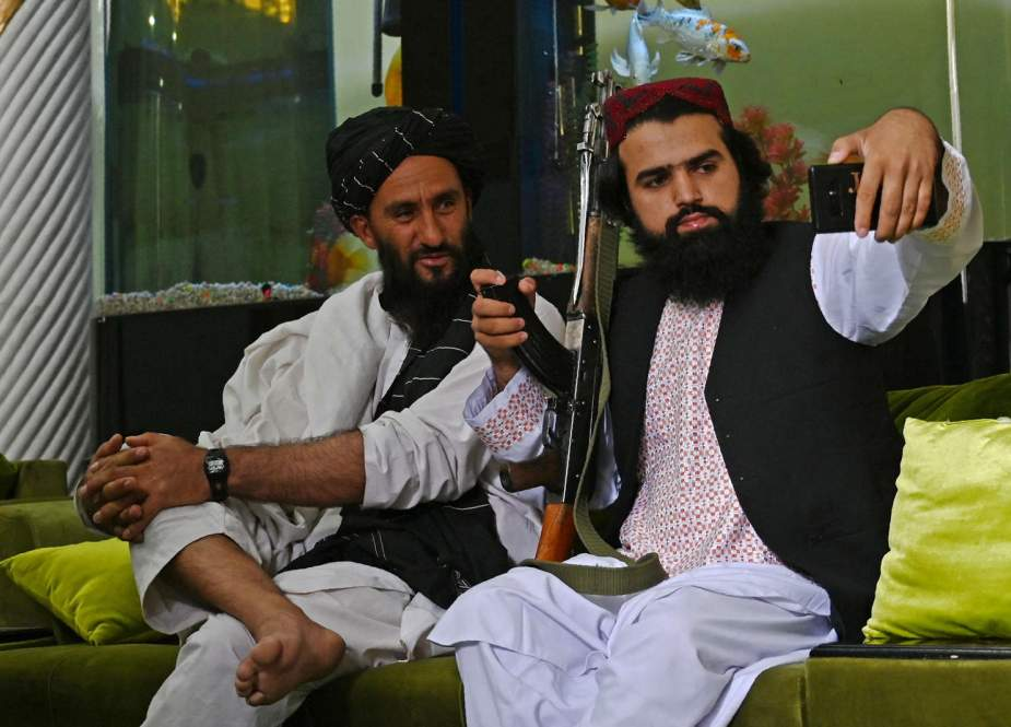 Young Taliban fighter.jpg