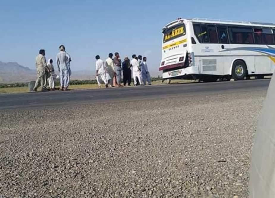 کوئٹہ سے پشاور جانیوالی مسافر بس کو مسلح افراد نے اغواء کرلیا