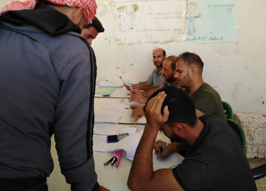 انضمام عشرات المسلحين من قرى حوض اليرموك بريف درعا لعملية تسوية الأوضاع