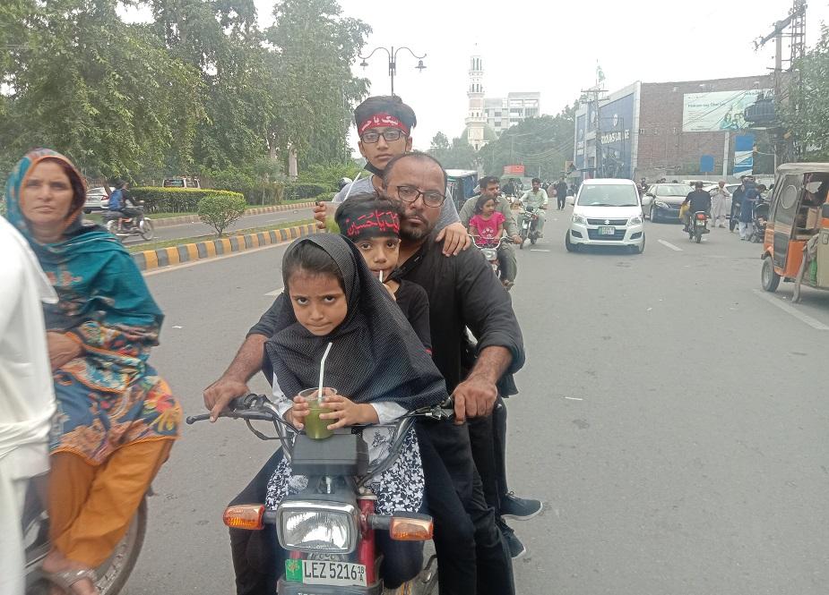 لاہور، اربعین واک میں بچوں کی والدین کے ہمراہ شرکت