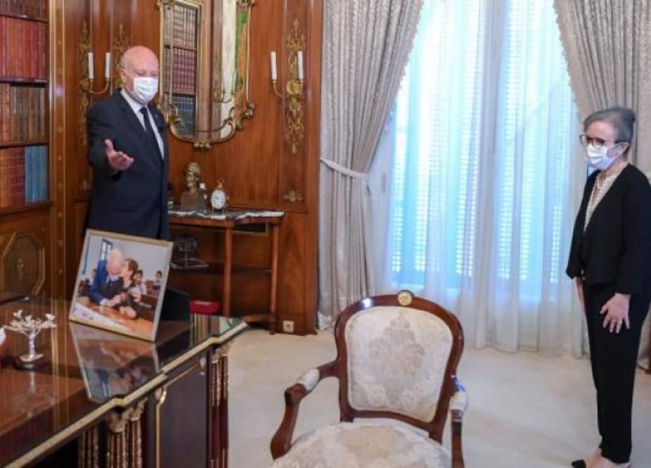 الرئيس التونسي يكلف نجلاء بودن رمضان بتشكيل الحكومة