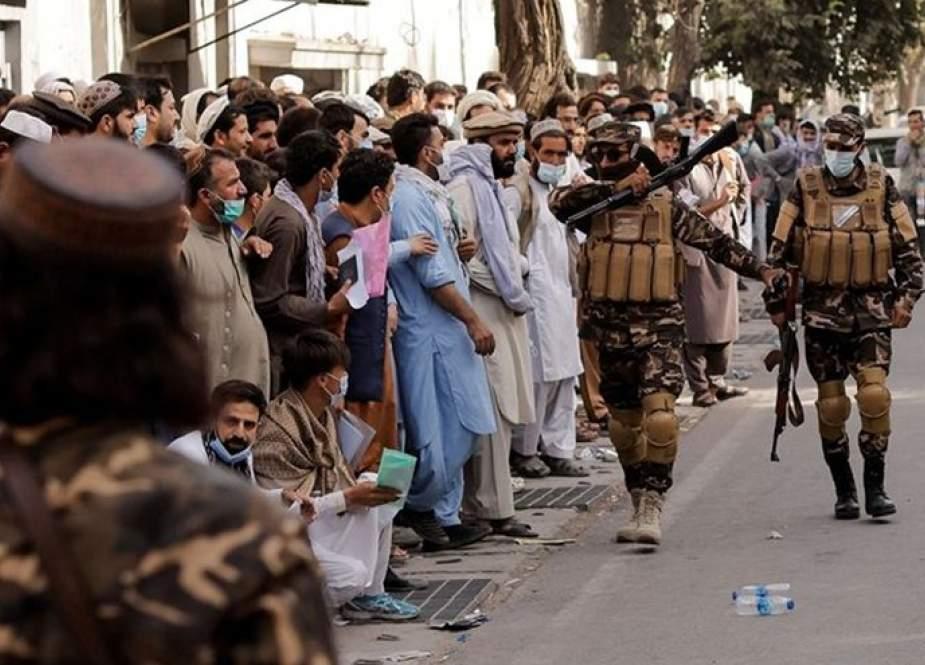 """طالبان : """"داعش"""" ليس تهديدا.. لكنه """"صداع"""""""