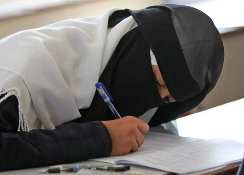 امریکا میں اسکول ٹیچر نے زبردستی مسلم طالبہ کا نقاب اتار دیا