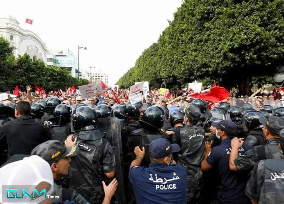 Thousands Protest against Tunisia Leader