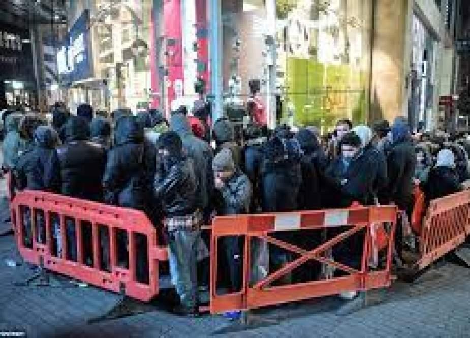 انگلیسیها از ترس قحطی به فروشگاهها هجوم آوردند
