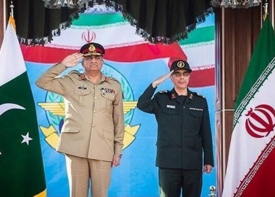 رئيس هيئة الأركان العامة للقوات المسلحة یلتقی قائد الجيش الباكستاني
