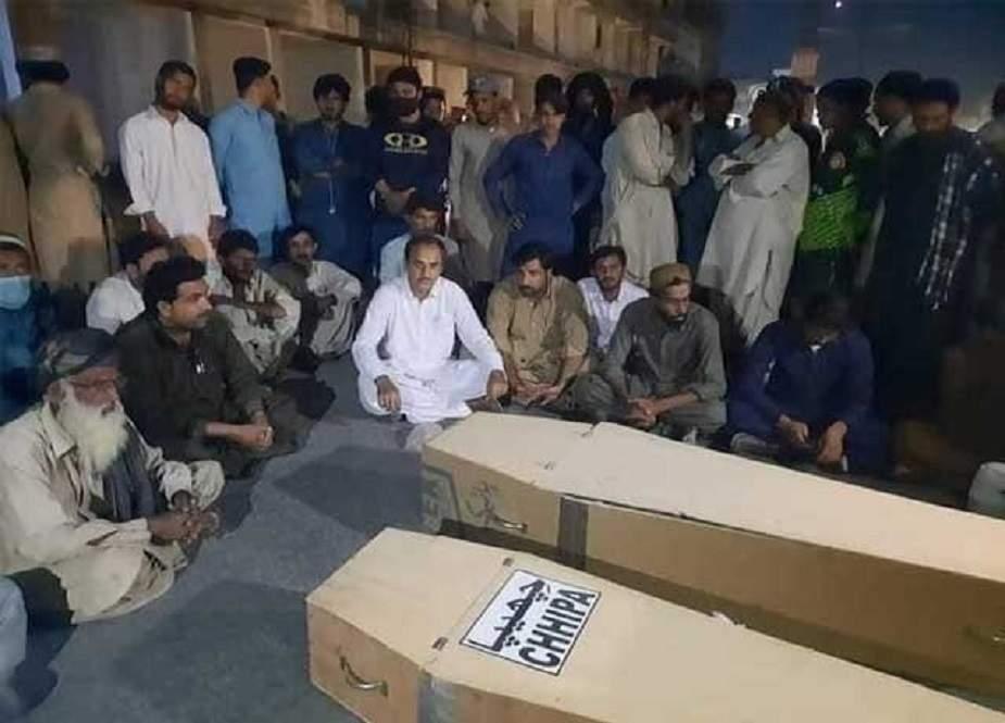بلوچستان دھماکے میں جاں بحق بچوں کے ورثا کا احتجاجی دھرنا