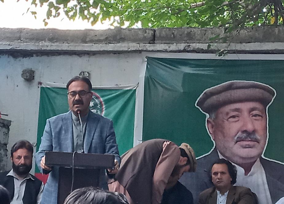 وزیر پلاننگ و اطلاعات فتح اللہ خان خطاب کرتے ہوئے