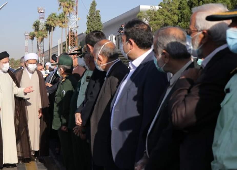 الرئيس الإيراني يتعهد من محافظة فارس بحل أزمة البطالة والجفاف