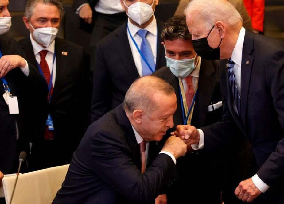 ترکیه در روابط سینوسی با آمریکا و روسیه به دنبال چیست؟
