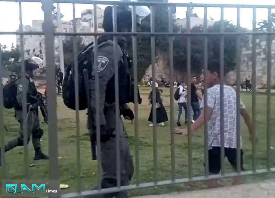 'Israeli' Police Attack Palestinians at Occupied al-Quds' Damascus Gate
