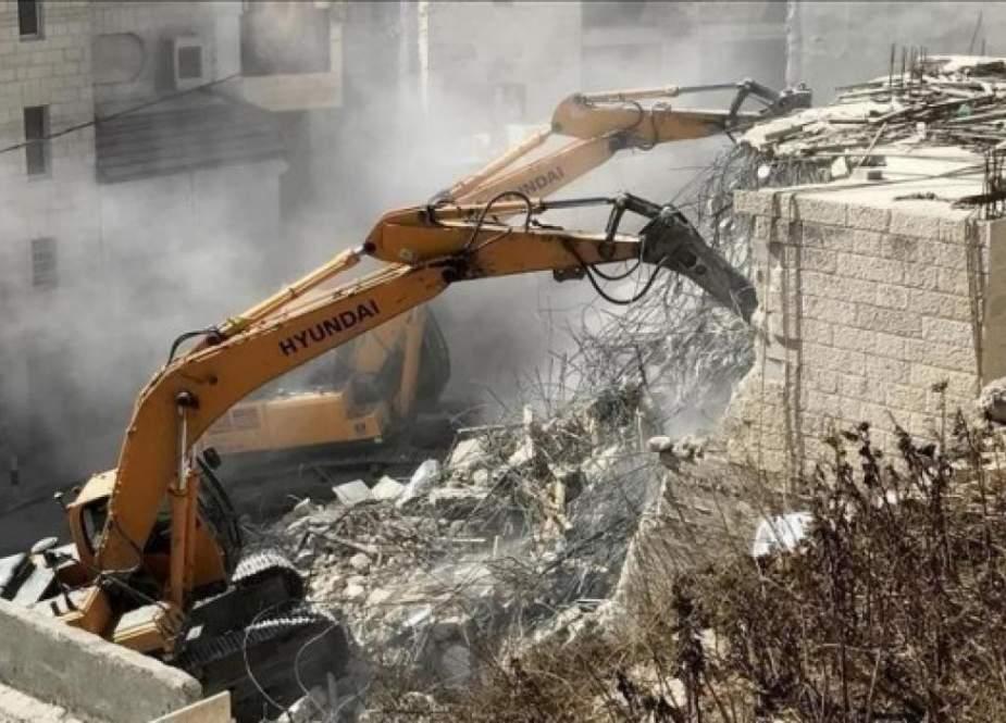 العدو الاسرائيلي يواصل سياسته بهدم ممتلكات الفلسطينيين