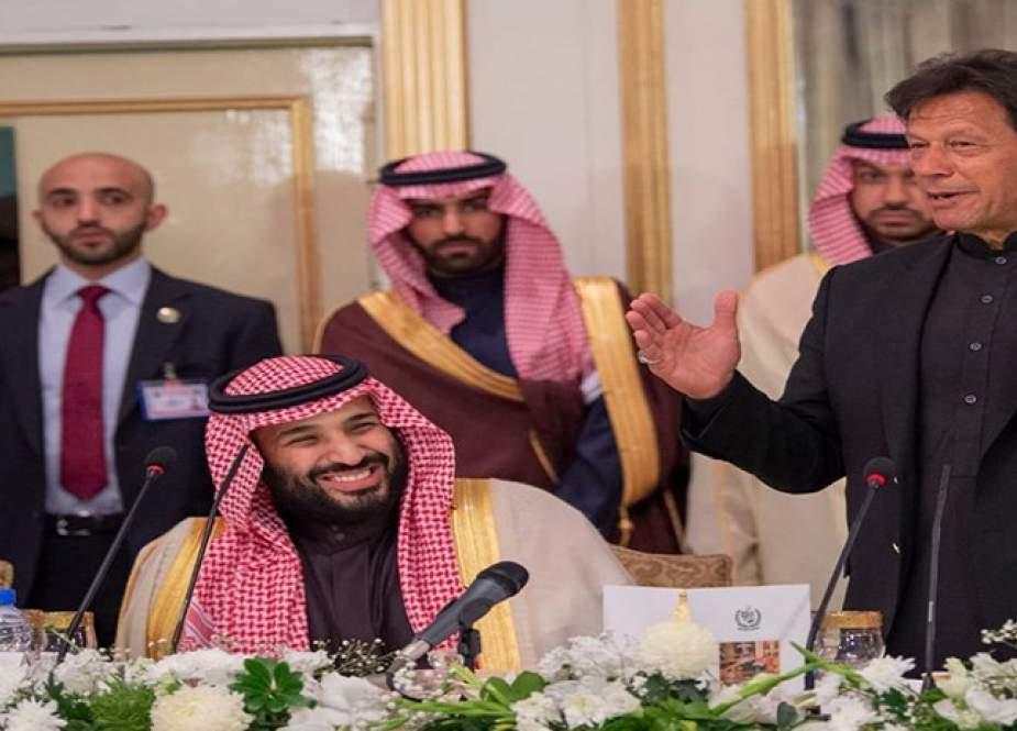 أبعاد وأهداف رحلة عمران خان إلى الرياض